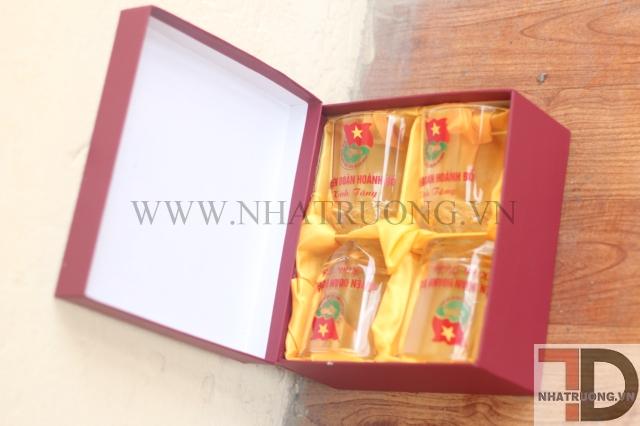 Cốc chén tặng Đại hội Lhtn Việt Nam
